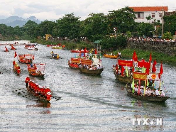 Đặc sắc hội đua thuyền mừng Tết Độc lập ở quê hương Đại tướng