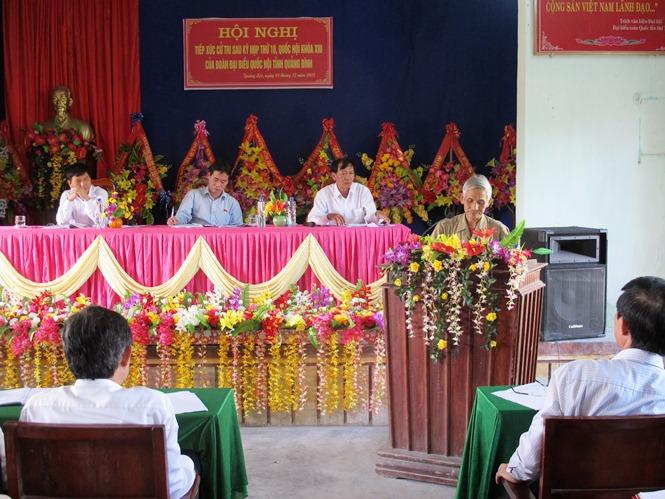 Đại biểu Quốc hội tiếp xúc cử tri tại thị xã Ba Đồn