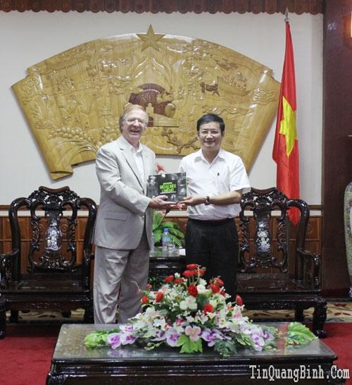 Đại sứ đặc mệnh toàn quyền Canada tại Việt Nam thăm và làm việc tại Quảng Bình