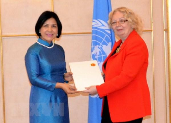 Đại sứ Việt Nam trình Quốc thư lên Tổng Giám đốc Văn phòng LHQ