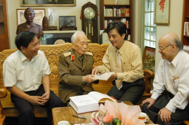 Đại tướng Võ Nguyên Giáp, một vị tướng tài ba-một người con ưu tú luôn nặng lòng vì quê hương Quảng Bình