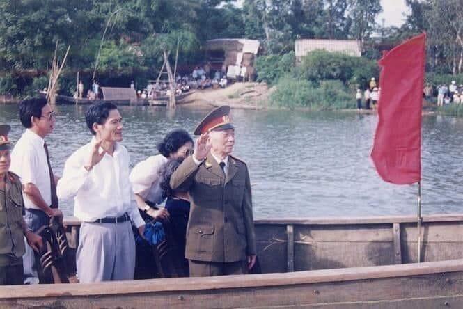 Đại tướng Võ Nguyên Giáp và những lần về thăm quê