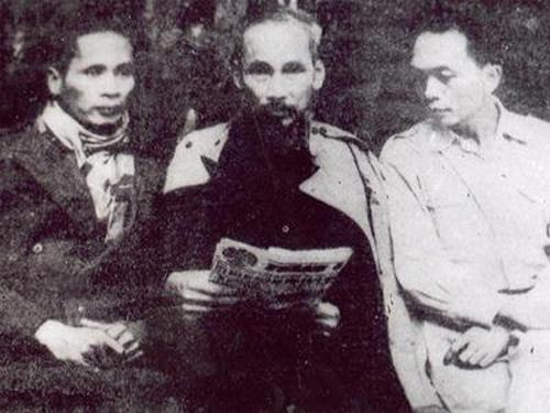 Đại tướng Võ Nguyên Giáp với Hồ Chủ tịch