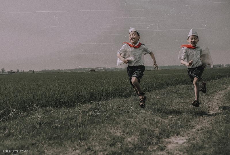 Đánh thức ký ức tuổi thơ qua bộ ảnh 'Đường đến trường'