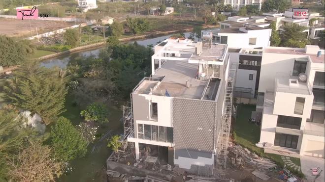 Đầu năm mới, Ngọc Trinh gây choáng khi tiết lộ căn biệt thự đang xây với giá 24 tỷ, chỉ riêng phòng ngủ đã rộng tới 230m²