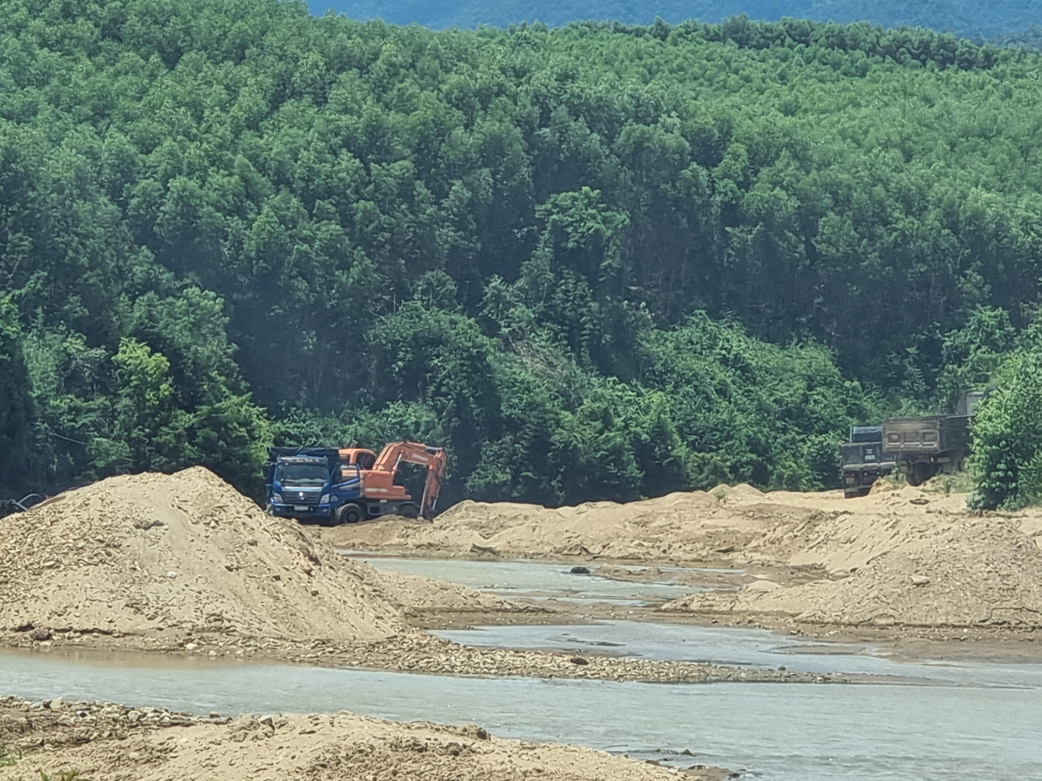 Dính nhiều sai phạm trong lĩnh vực tài nguyên khoáng sản, 4 doanh nghiệp ở Quảng Bình bị xử phạt