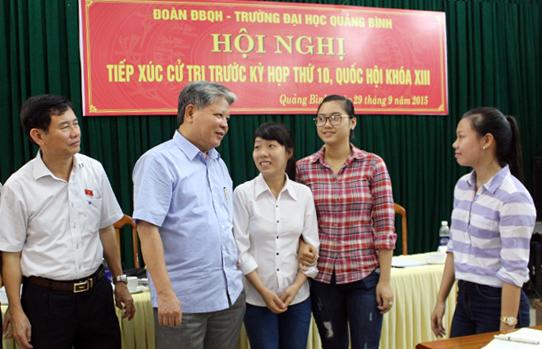 Đoàn đại biểu Quốc hội tỉnh tiếp xúc cử tri tại Trường Đại học Quảng Bình