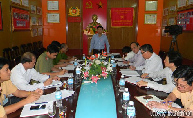 Đoàn đại biểu Quốc hội tỉnh: Giám sát việc thi hành pháp luật về bảo đảm TTATGT đường bộ tại Công an huyện Lệ Thủy
