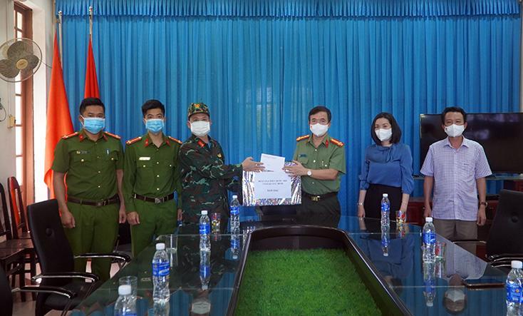 Đoàn Đại biểu Quốc hội tỉnh thăm, động viên lực lượng phòng, chống dịch tại TP. Đồng Hới