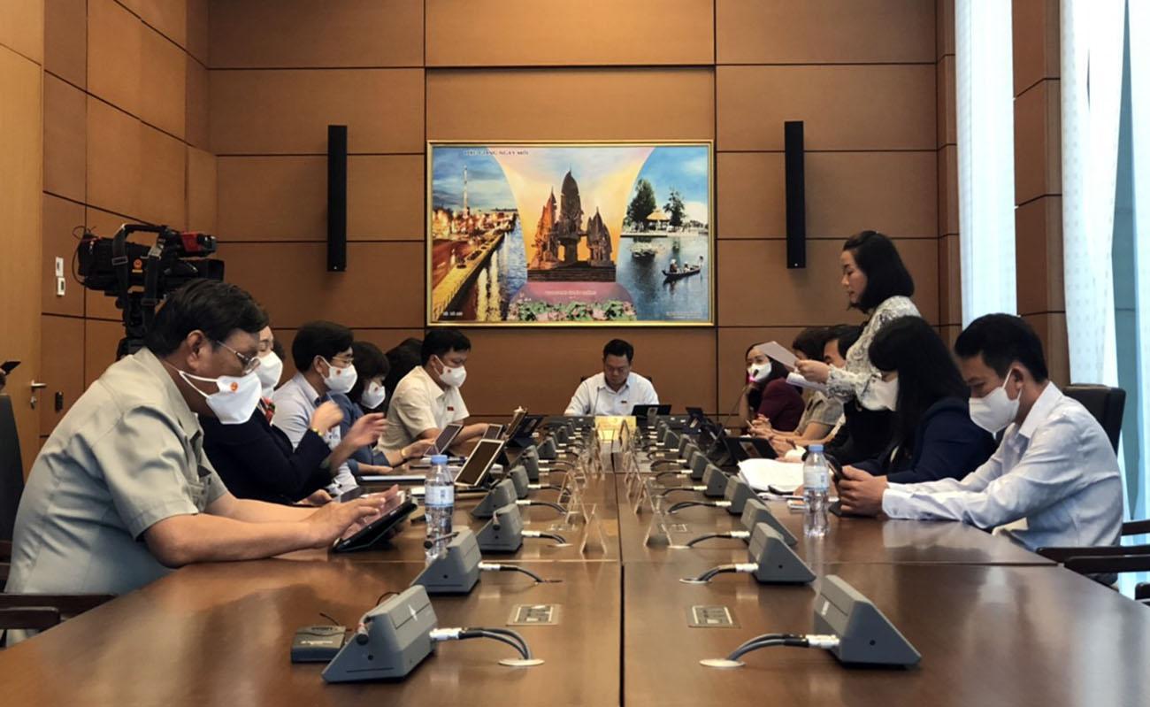 Đoàn đại biểu Quốc hội tỉnh thảo luận về các kế hoạch, chương trình giai đoạn 2021-2025