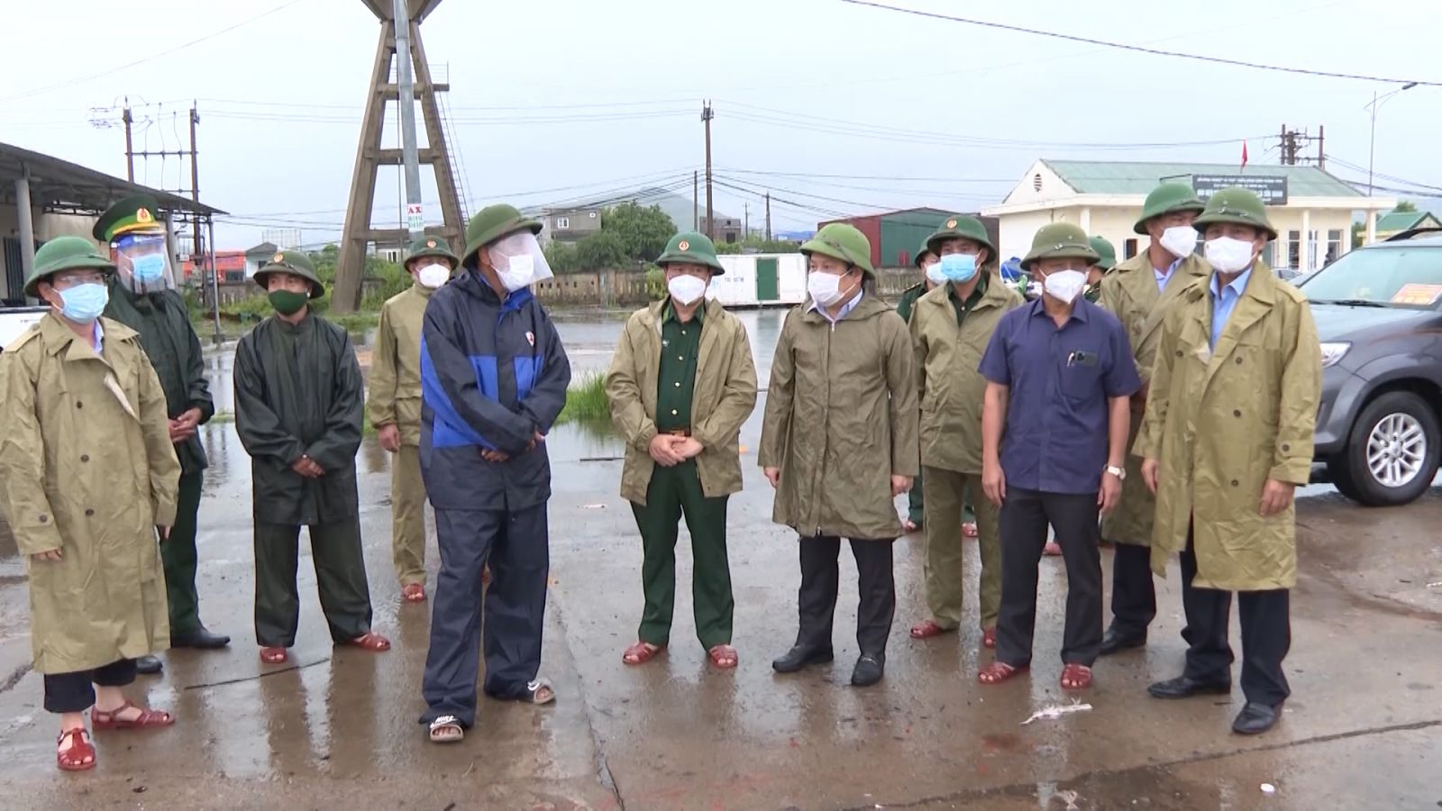 Đồng chí Bí thư Tỉnh ủy kiểm tra công tác ứng phó bão số 5 tại huyện Bố Trạch và TP Đồng Hới