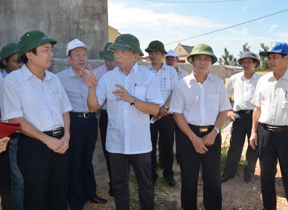 Đồng chí Chủ tịch UBND tỉnh kiểm tra Khu tái định cư cầu Nhật Lệ 2