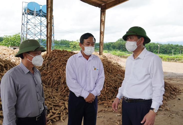 Đồng chí Chủ tịch UBND tỉnh kiểm tra công tác phòng, chống dịch và phục hồi sản xuất