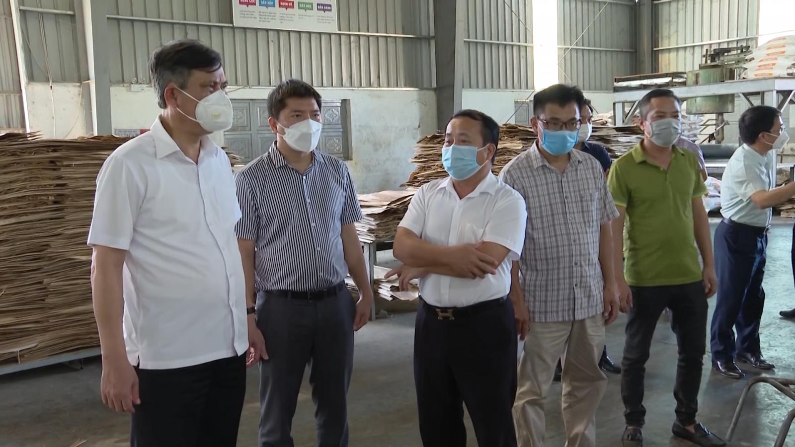 Đồng chí Chủ tịch UBND tỉnh kiểm tra tình hình sản xuất, kinh doanh của các doanh nghiệp