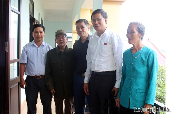 Đồng chí Lương Ngọc Bính, Ủy viên Trung ương Đảng, Bí thư Tỉnh ủy, Chủ tịch HĐND tỉnh tiếp xúc cử tri TP Đồng Hới