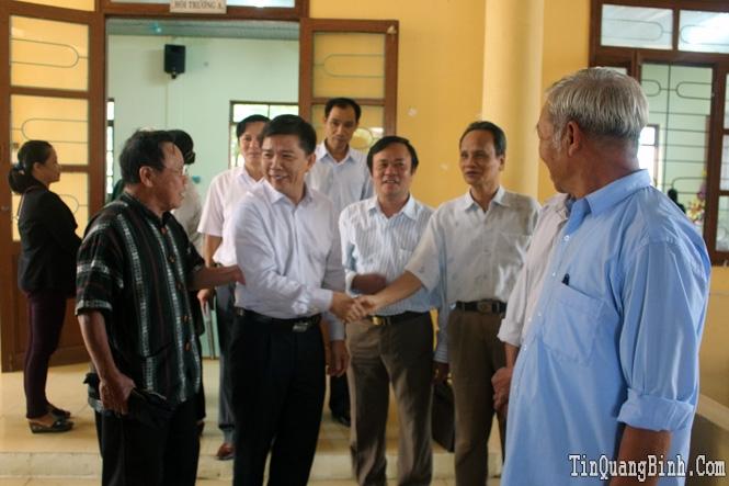 Đồng chí Nguyễn Hữu Hoài, Phó Bí thư Tỉnh ủy, Chủ tịch UBND tỉnh tiếp xúc cử tri phường Phú Hải
