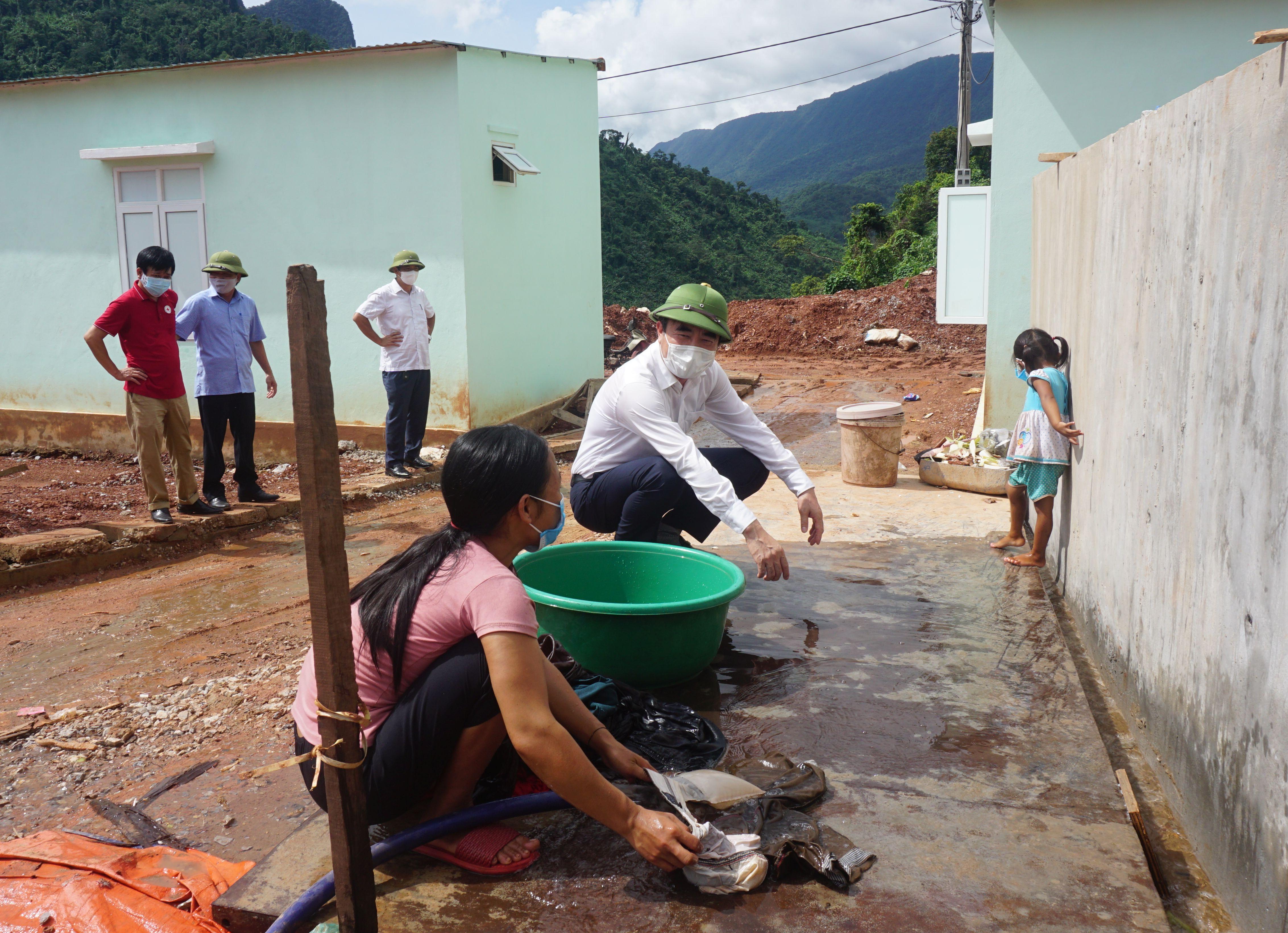 Đồng chí Trưởng ban Nội chính Tỉnh ủy kiểm tra khu tái định cư bản Cha Lo