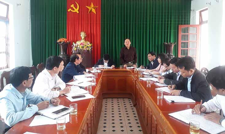 Đồng chí Trưởng ban Tổ chức Tỉnh ủy kiểm tra công tác chuẩn bị đại hội điểm ở Lệ Thủy
