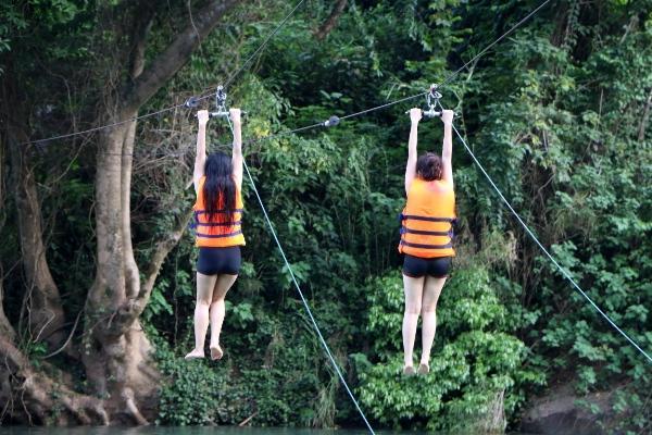 Đu dây như 'người nhện' ở Phong Nha - Kẻ Bàng