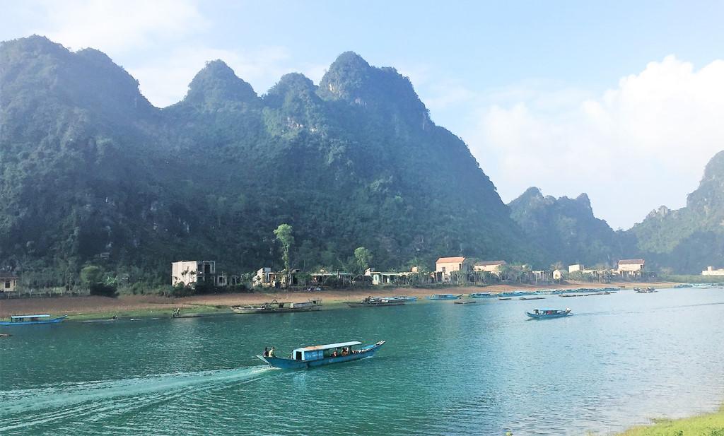 Du lịch Quảng Bình: Du thuyền khám phá làng nghề