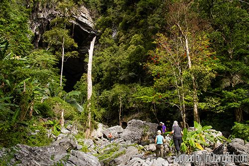 Đua thuyền, băng rừng nguyên sinh Phong Nha để làm từ thiện