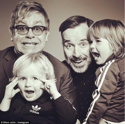 Elton John gọi Thị trưởng Venice là 'gã mù quáng quê mùa'