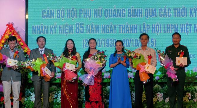 Gặp mặt cán bộ Hội LHPN qua các thời kỳ nhân kỷ niệm 85 năm ngày thành lập Hội LHPN Việt Nam