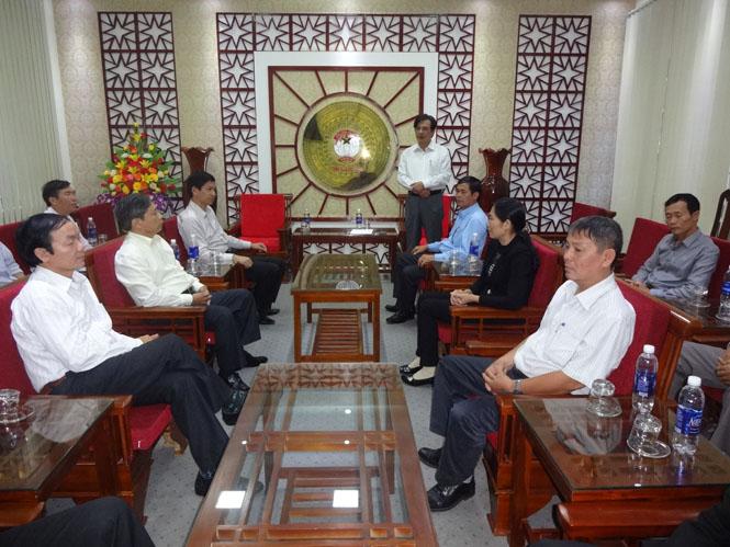 Gặp mặt đại biểu dự hội nghị biểu dương Chủ tịch Ủy ban MTTQVN xã, phường, thị trấn tiêu biểu toàn quốc
