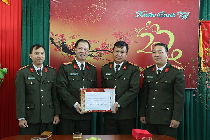 Giám đốc Công an tỉnh kiểm tra công tác và chúc Tết công an các đơn vị, địa phương