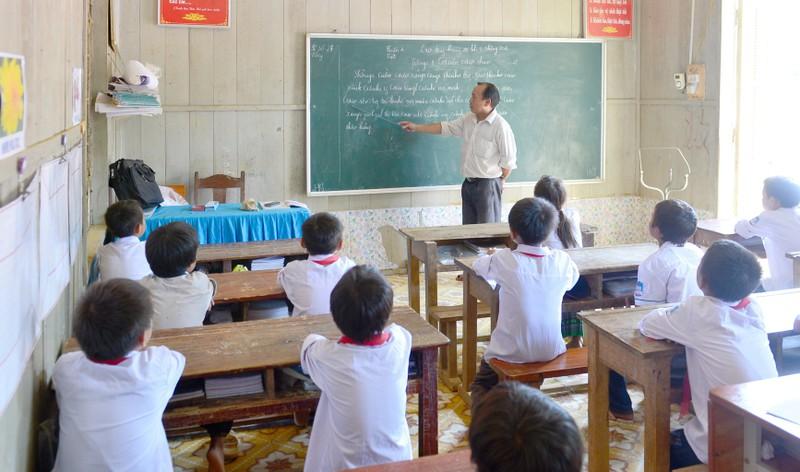 """Giáo viên """"đánh vật"""" với các cuộc thi"""