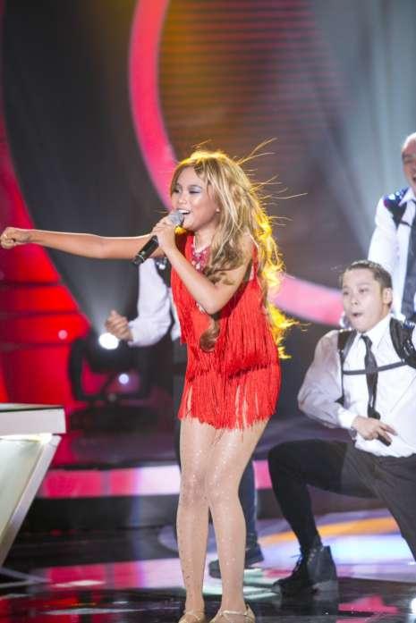 'Gương mặt thân quen nhí 2015': Phương Mỹ Chi hát nhạc Latin và nhảy sexy