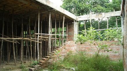 Hàng loạt trường học bị bỏ hoang ở huyện nghèo