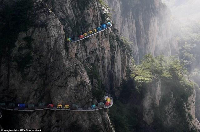 Hang Sơn Đoòng lọt top địa điểm cắm trại lý tưởng