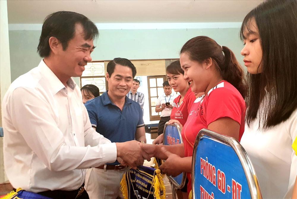 Hàng trăm VĐV dự giải bóng chuyền ngành giáo dục đào tạo Quảng Bình