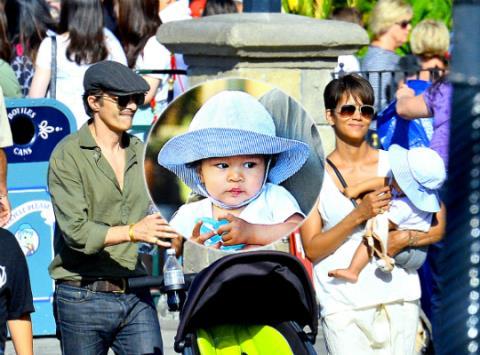Hé lộ chi tiết vụ ly hôn của Halle Berry