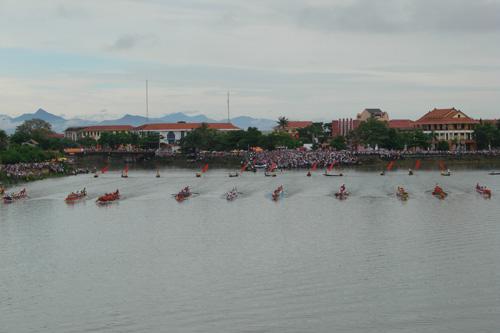 Hình ảnh đẹp về lễ hội bơi, đua thuyền truyền thống trên sông Kiến Giang 2014