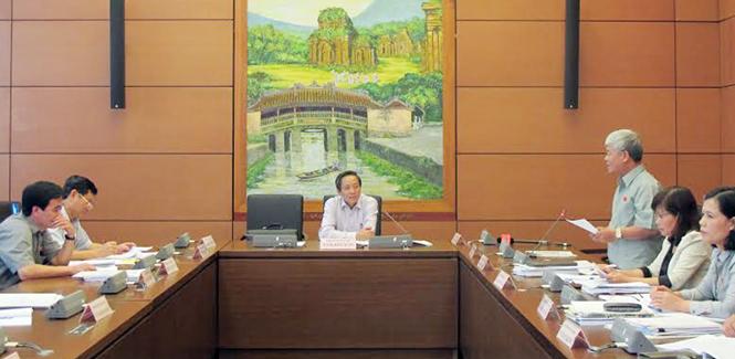 Hoạt động của Đoàn đại biểu Quốc hội tỉnh tại kỳ họp thứ 10, Quốc hội khóa XIII: Tích cực đóng góp nhiều ý kiến