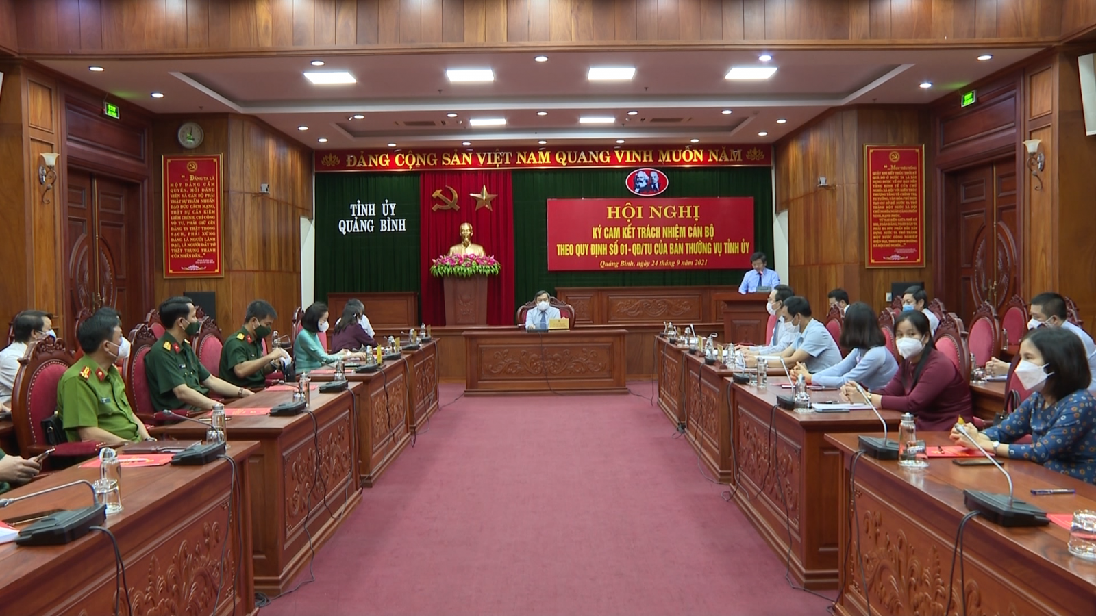 Hội nghị ký cam kết trách nhiệm cán bộ theo Quy định số 01 của Ban Thường vụ Tỉnh ủy