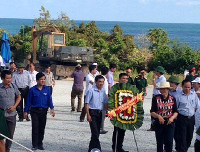 Hơn 1.500 người về Vũng Chùa-Đảo Yến dâng hương nhân ngày sinh Đại tướng