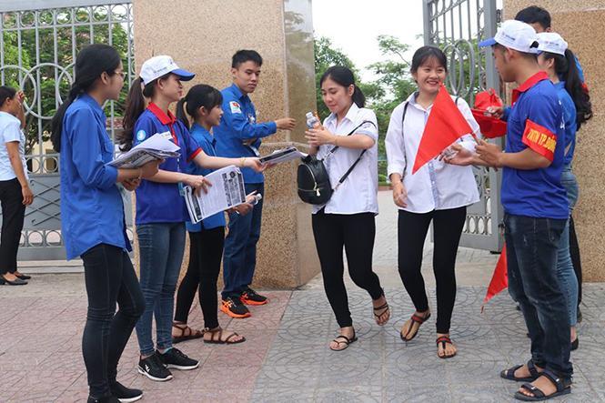 Huy động gần 600 tình nguyện viên tiếp sức mùa thi