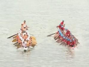 Huyện Lệ Thủy tổ chức lễ hội bơi đua thuyền truyền thống trên sông Kiến Giang