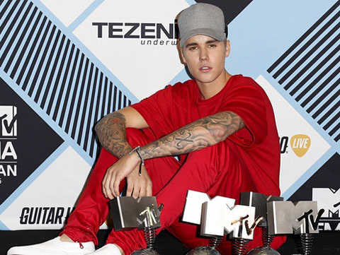 Justin Bieber đại thắng tại giải MTV EMA 2015