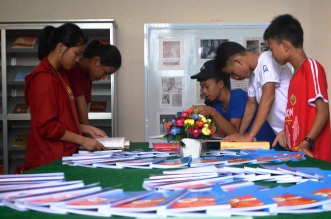 Khai mạc triển lãm, trưng bày sách, ảnh, tư liệu về Chủ tịch Hồ Chí Minh