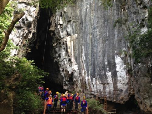 Khám phá, chinh phục hang động ở Quảng Bình