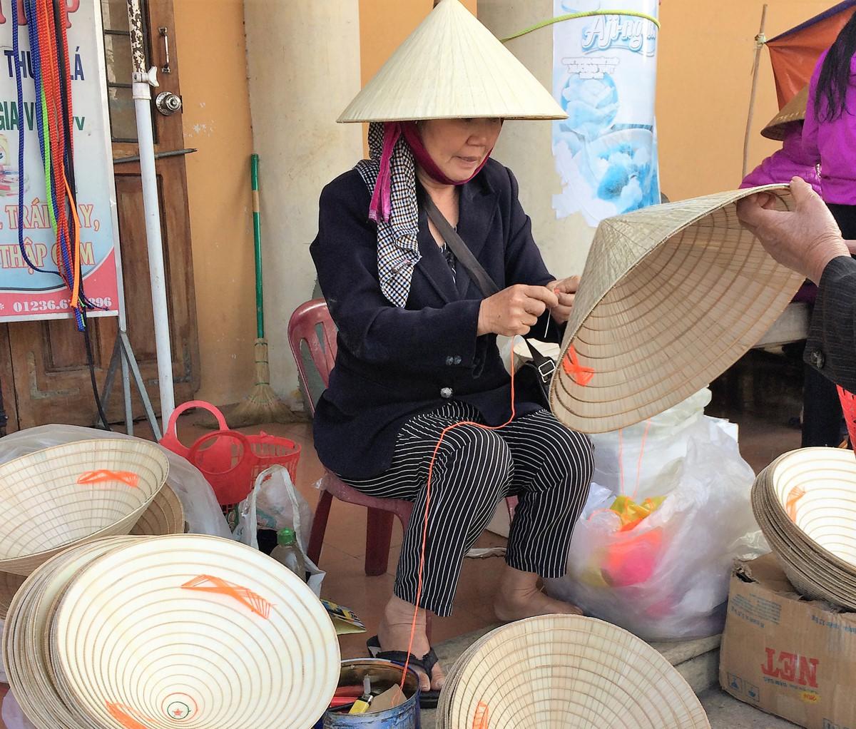 Khám phá du lịch Quảng Bình: Thăm làng chằm nón trứ danh
