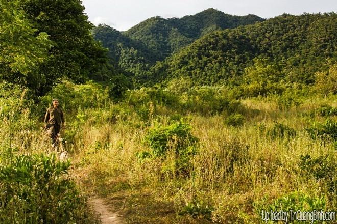 Khám phá rừng nguyên sinh và hang động tuyệt đẹp ở Tú Làn