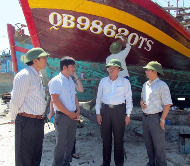 Kiểm tra tình hình thực hiện Nghị định 67 tại thị xã Ba Đồn