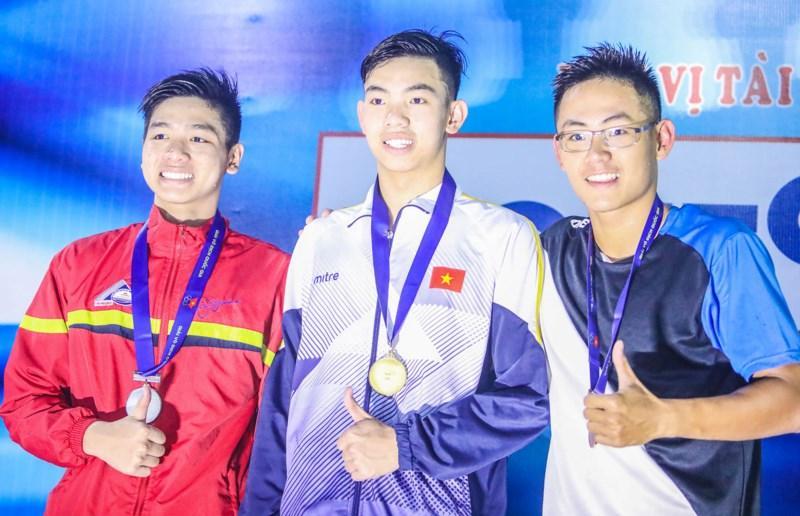 Kình ngư Huy Hoàng đánh bại kỷ lục gia SEA Games 29
