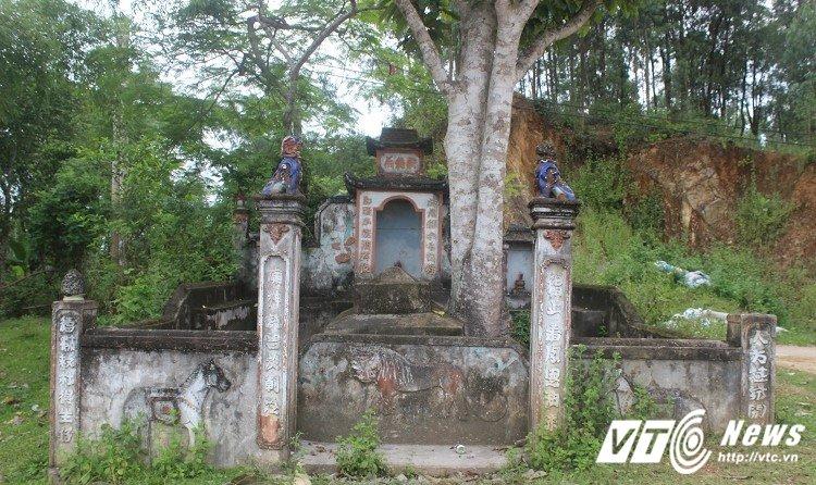 Kỳ bí mộ cổ của thầy lang phù hộ cho người dân khỏi bệnh ở Quảng Bình?