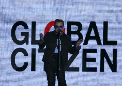 Lãnh đạo thế giới bắt tay sao giải trí chống đói nghèo